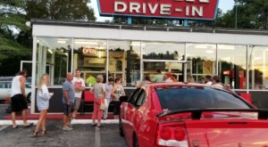 The Burgers And Shakes From This Middle-Of-Nowhere Massachusetts Drive-In Are Worth The Trip