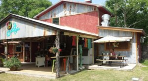 A '60s-Themed Restaurant In Texas, Hippie Chic's River Shack Is A Groovy Place To Dine