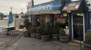 The Roadside Hamburger Hut In New Jersey That Shouldn't Be Passed Up