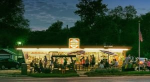 This Old School Ice Cream Parlor In Iowa Will Take You Back In Time