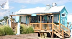 The Beach-Themed Restaurant In Mississippi Where It Feels Like Summer All Year Long