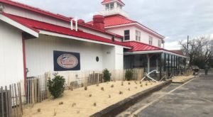 The Scenic Seafood Restaurant In Delaware That Overlooks The Canal