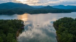 Visiting This One Mountain Lake In Virginia Is Like Experiencing A Dream
