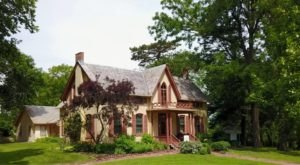 This Stunning Victorian Home And Garden Will Show You A Side Of Nebraska History You've Never Seen Before