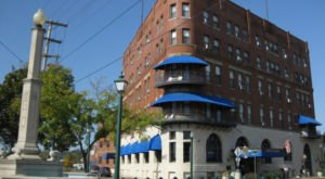 One Of The Oldest Hotels In Ohio Is Also One Of The Most Haunted Places You'll Ever Sleep