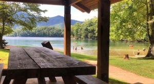 Visiting This One Mountain Lake In North Carolina Is Like Experiencing A Dream