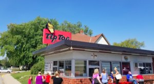 This Old-Fashioned Ice Cream Shop In Minnesota Has Some Of The Best Cones In The State