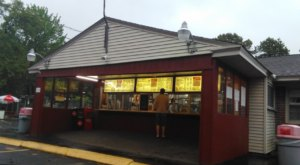 The Burgers And Shakes From This Middle-Of-Nowhere New Hampshire Drive-In Are Worth The Trip