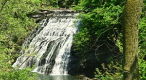 The Hike To This Little-Known Greater Cleveland Waterfall Is Short And Sweet