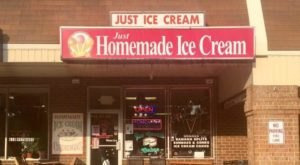 This Classic Shop In Pennsylvania Has Been Scooping Up Homemade Ice Cream For More Than 30 Years