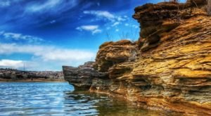 The Kansas Lake Surrounded By Beautiful Rock Formations That Will Take Your Breath Away