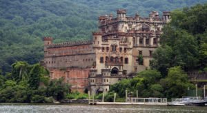 The Unbelievable Kayak Tour That Leads You To An Abandoned New York Castle