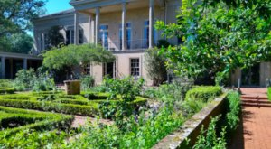 You Could Lose Yourself In These Mesmerizing Gardens At This Historic Hidden Gem In New Orleans