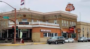 Enjoy A Wild West Shootout And A Famous Prime Rib Buffet At This Historic Wyoming Hotel