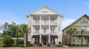 The Old Town Bluffton Inn Is A Vision Of Coastal Charm In South Carolina's Lowcountry