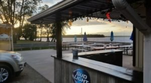The Riverfront Tavern In Illinois With The Most Breathtaking Views