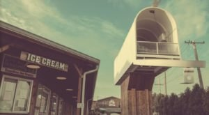 This Small Town Ice Cream Parlor In Illinois Is Right Next To The World's Largest Mailbox