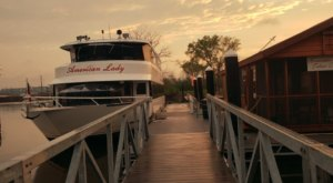 Hop Aboard This Dinner Boat In Iowa Where Both The Views And The Food Are Spectacular