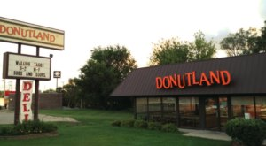 The Delicious Donuts At This Iowa Bakery Must Be Made With Some Kind Of Magic