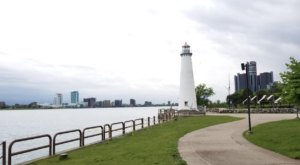 The Lighthouse Walk In Detroit That Offers Unforgettable Views