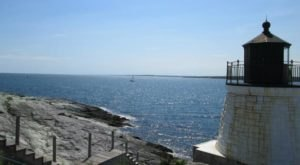 The Lighthouse Walk In Rhode Island That Offers Unforgettable Views