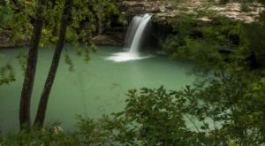 There's An Emerald Waterfall Hiding In Arkansas That's Too Beautiful For Words