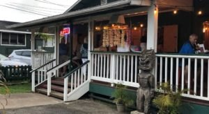 This Authentic 1960s Tiki Bar Is Hiding In One Of Hawaii's Smallest Towns