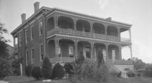 This 163 Year-Old Mansion Is One Of The Most Haunted Places In Mississippi… And You Can Spend The Night