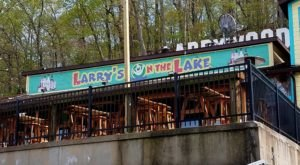 The Floating Lake Restaurant In Missouri Is Perfect For A Summer Meal