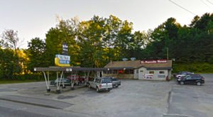 The Pancakes At This Unique Maine Drive-In Are Worth Waking Up For
