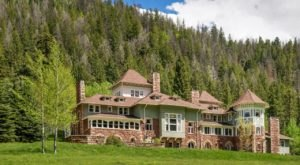 This Extraordinary Castle Hiding In The Rocky Mountains Is The Definition Of A Hidden Gem