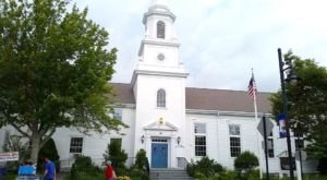 This Little Church In Massachusetts Has Been Serving Scrumptious Lobster Rolls Since the 1950s