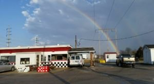 The Burgers And Shakes From This Middle-Of-Nowhere Illinois Drive-In Are Worth The Trip