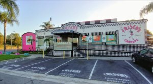The Kitschy 1950s Diner In Southern California That Is A Total Blast From The Past