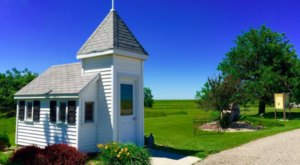 This Tiny Roadside Chapel In Minnesota Is The Perfect Place To Stop And Rest