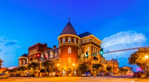 The Stunning Five-Story Victorian Hotel In This Georgia Small Town Has A History Dating Back To 1892