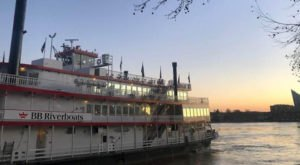 This Sunset Wine Cruise In Cincinnati Is The Perfect Summer Adventure