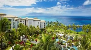 This Top-Rated Hawaiian Resort Is Almost Too Beautiful To Be Real