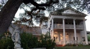 There's A Paranormal Festival Coming To One Of The Most Haunted Hotels In Texas