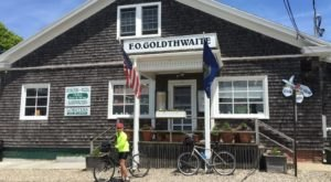 You'll Find Incredible Seafood At This Unsuspecting General Store In Maine