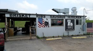 This Teeny Roadside Restaurant Near New Orleans Is A Must-Stop For Summer BBQ