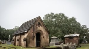 If There's One Cemetery Tour In South Carolina That'll Send Shivers Up Your Spine, This Is It