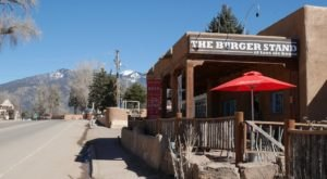 There's An Unexpected Burger Stand Hiding Inside This New Mexico Pub