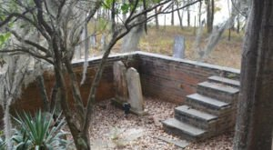 This Abandoned Graveyard In South Carolina Is Unexpectedly Hiding On A Tiny Island