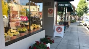 There's A Charming Village Of Shops Hiding In Oregon And You've Got To Visit
