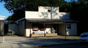 Visit Morvant's Bar & Grill, The Small Town Burger Joint In Louisiana That's Been Around Since 1924