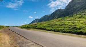 Take The Slow Road Through Hawaii On This Captivating Country Drive