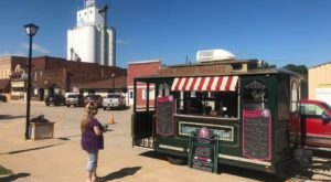 Get An Old-Fashioned Ice Cream At This Charming Vintage Trolley In Nebraska