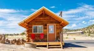 This Quaint Cabin Getaway Sits Right On The Edge Of Utah's Most Beautiful Wild Playground