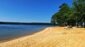 This One Beautiful Arkansas Lake Has A Beach That Rivals The Coast